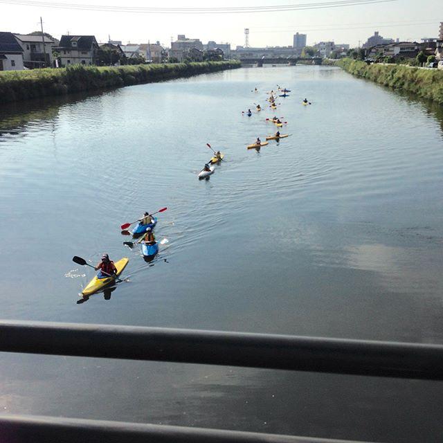 今日は長男が永田川でカヌーを漕ぎました。とても気持ち良さそうでした。色んな大人の方に支えられて良い体験が出来たと思いました。#清和小学校#カヌー同好会#永田川#長男行方不明#ウォーキングコースに良い!